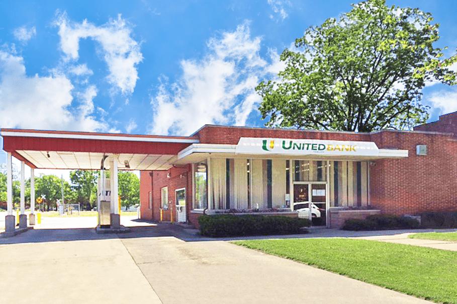 St. Elmo, IL Banking Center